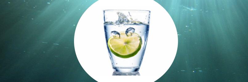 Ein großes Glas Wasser der Weg zur Gewichtsreduzierung